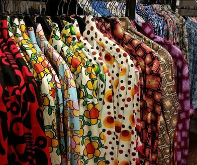 """Dlaczego ubrania ze """"szmateksów"""" brzydko pachną? To świetna wiadomość"""