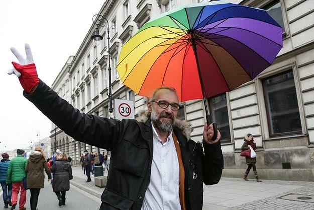 Mateusz Kijowski podczas jednej z manifestacji KOD