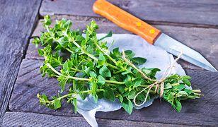 Majeranek, a zwłaszcza jego liście, posiada liczne właściwości lecznicze