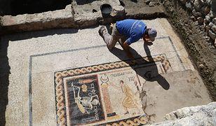 """W Turcji archeolodzy odkryli mozaikę z napisem """"Bądź radosny, ciesz się życiem"""""""