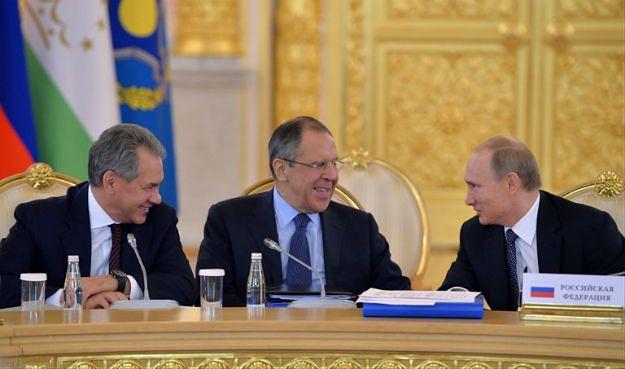 Od lewej: minister obrony Siergiej Szojgu, szef MSZ Siergiej Ławrow, prezydent Władimir Putin