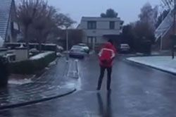 #dziejesiewmoto [251]: ślizgawka na ulicy, auto spadło z klifu i nieoczekiwany gość