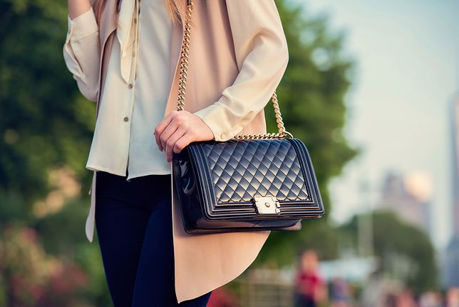 Lakierowane torebki świetnie komponują sie z jesiennymi ubraniami