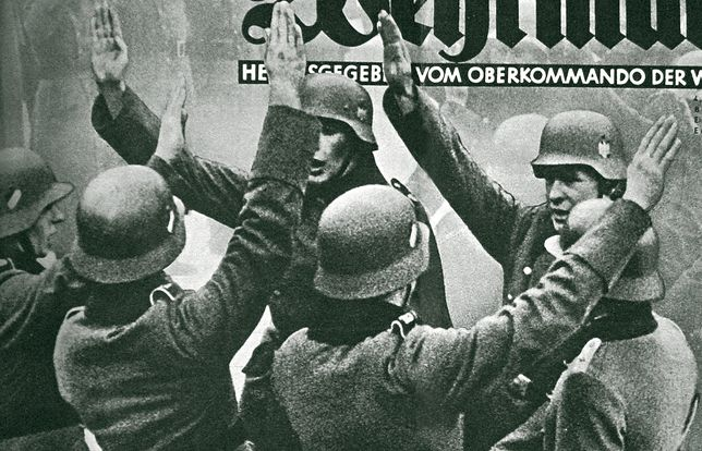 Pierwsza przysięga nowych rekrutów, koniec 1939 r. (fot. Bundesarchiv)