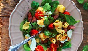Sałatka ze szpinakiem i makaronem