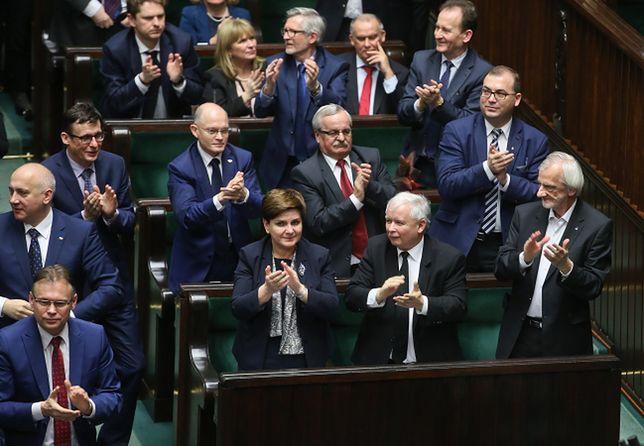PiS nie ma z kim rywalizować? Nie wygrałaby z nim nawet koalicja PO-Nowoczesna
