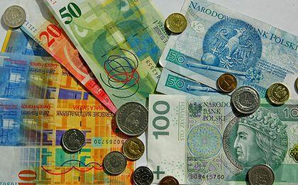 Złoty nadal słabnie. Dolar i frank szwajcarski powyżej 4 złotych