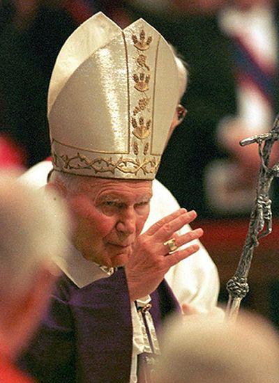 Kto podważa świętość Wojtyły?