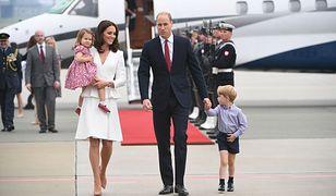 Kate i William z dziećmi na lotnisku