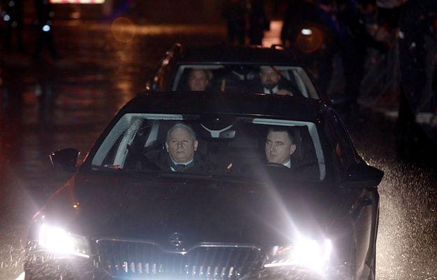 """Prezes PiS przyjechał na Wawel. Usłyszał okrzyki """"będziesz siedział"""""""