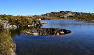 Tajemnicze kratery w jeziorach