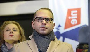 Michał Szczerba z PO poszedł na protest lekarzy, mimo że rezydenci proszą, by nie upolityczniać sporu