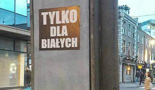 Rasistowskie plakaty w polskim języku. Irlandczycy są oburzeni