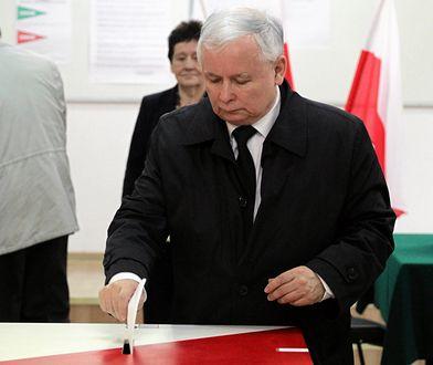 Jarosław Kaczyński głosuje w wyborach w 2015 roku.