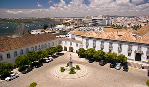 Plac katdralny w Faro (Portugalia)