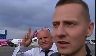Jacek Międlar i jego współpracownik na lotnisku w Londynie