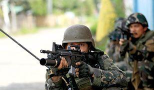 Filipińska armia omyłkowo ostrzelała własnych żołnierzy. Zginęło 10 osób