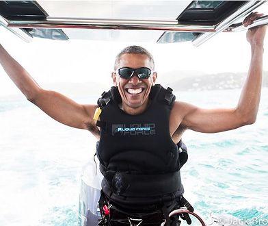 Obama uczy się pływać na kitesurfingu