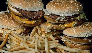 Nie od dziś wiadomo, że od fast foodów zdrowia nie przybywa