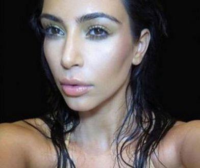 Kim Kardashian naga na drzewie. Czy to jeszcze szokuje?