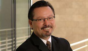 dr Espinoza jest jednym z najbardziej cenionych socjologów i coachów biznesowych