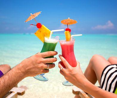 Ile cukru mieści się w najpopularniejszych drinkach? Sprawdź, zanim wypijesz!