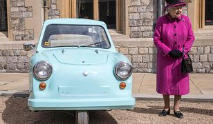 Królowa Elżbieta II dokonuje osobistej inspekcji