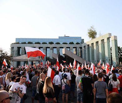 """Uczestnicy VI Marszu Powstania Warszawskiego """"Powstańcza Krew"""", zorganizowanego przez ONR"""