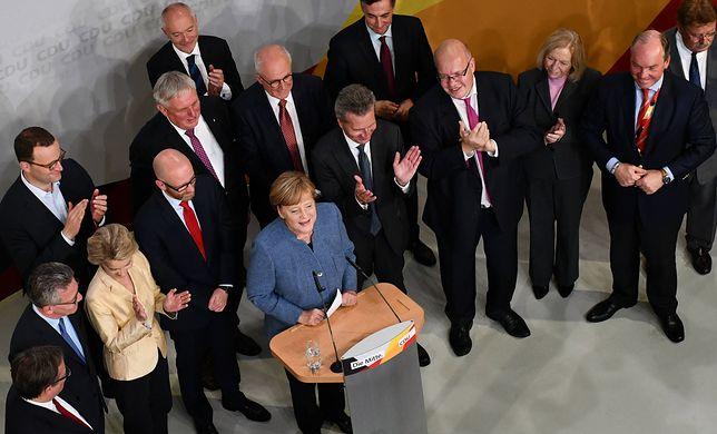 Angela Merkel świętująca zwycięstwo w niedzielnych wyborach do Bundestagu.
