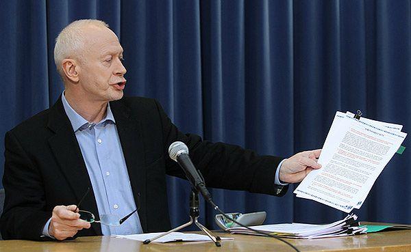 Michał Boni podczas konferencji po rozmowie z Donaldem Tuskiem na temat podpisania ACTA