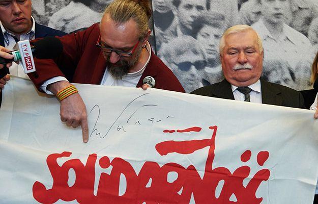 Były prezydent RP Lech Wałęsa i  lider KOD Mateusz Kijowski