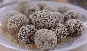 Zdrowe przekąski do chrupania przed telewizorem: trufle figowe i czekoladowy ryż z orzechami