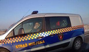 Komendant straży miejskiej rozmawiał przez telefon w czasie jazdy. Będzie kara!