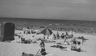Kosze, parasolki i szlafroki, czyli polskie plaże przed wojną