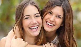 6 trików gwiazd, żeby mieć bielsze zębów - bez wybielania