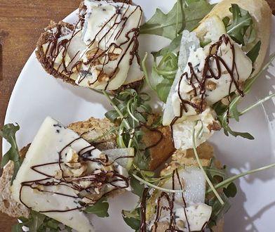 Bajeczne kanapeczki z polewą z gorzkiej czekolady