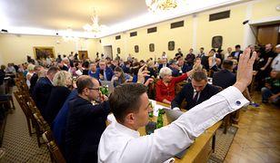 PiS z tarczą, opozycja na tarczy. Burzliwe obrady sejmowej komisji