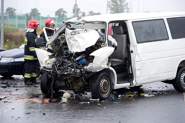 Tragiczny wypadek busa w Łódzkiem - zdjęcia