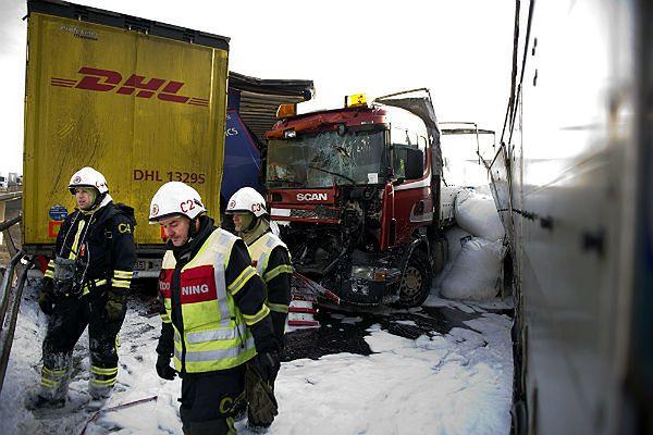 Do karambolu doszło na drodze E 4 na północ od Helsingborga w południowej Szwecji