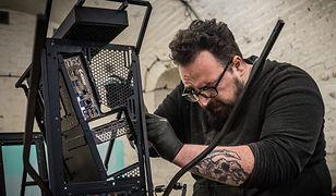 Polak tworzy niezwykłe obudowy do komputera. Jego praca waży 300 kg!