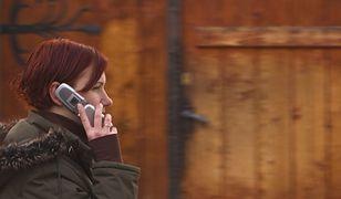 Rozmawiasz przez telefon w trakcie chodzenia? To się może źle skończyć!