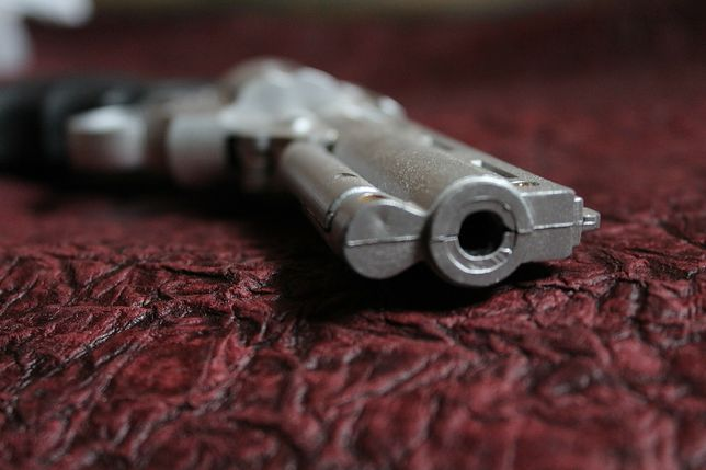 Jeden napastnik ranił w szkole trzy osoby, jedną zastrzelił.
