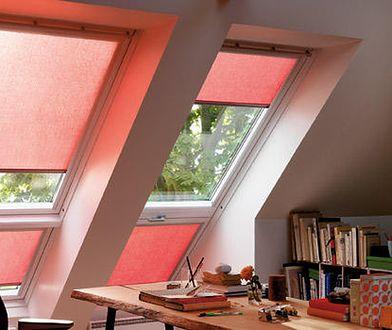 Czym zasłonić okno dachowe?