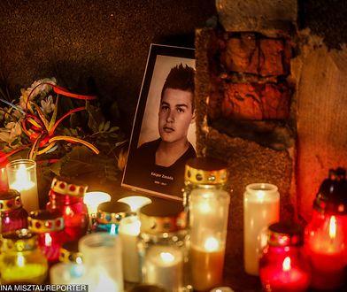 Na zdj. Zapal znicz dla Kacpra przed Kuratorium Oświaty w Gdańsku
