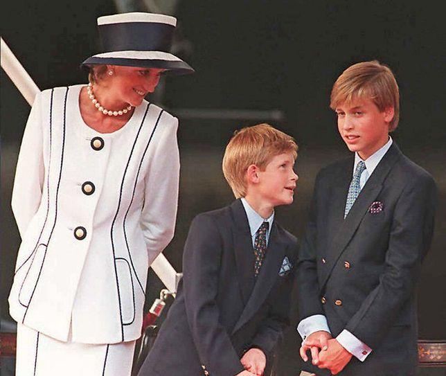 Książę William i książę Harry z mamą