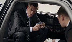 Hugh Laurie z figurantką Julią Louis-Dreyfuss! WIDEO