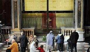 Według tradycji, w całun owinięte było ciało Chrystusa po ukrzyżowaniu.