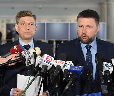 """Zdaniem posła Marcina Kierwińskiego, mamy do czynienia z """"układem"""", na którego czele stoi Jarosław Kaczyński"""