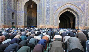 Muzułmanie podczas modlitwy