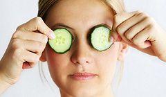 Jaki krem wybrać i jak właściwie pielęgnować skórę pod oczami?